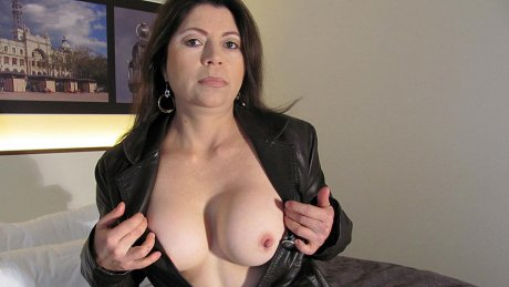 This kinky housewife loves to get naughty