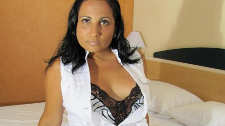Horny mature Paloma loves to play and pee