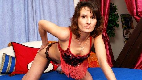 Kinky housewife Stepanka loves to play alone