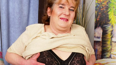 Chubby mama getting off on her pussy