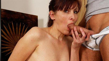Horny housewife getting takin it like a pro