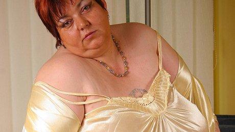 Big Malinka gets herself mushy and horny
