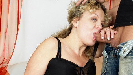 This mama loves to get her daily fuck