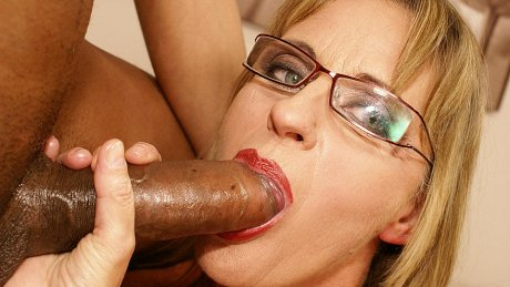 Horny mature slut dripping cunt all over