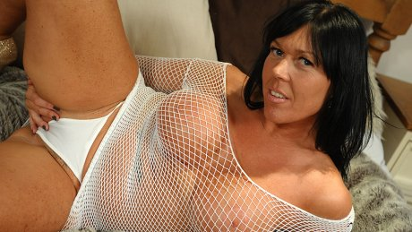 naughty mature Peaches loves getting wet