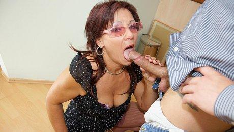 Horny mature slut getting a warm creampie