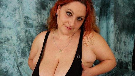 Big tit mature slut playing with herself