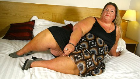 Naughty Big booty Dutch BBW playing with her toy