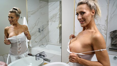 This big breasted MILF goes to bed bath and beyond