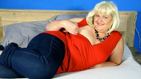 This naughty Dutch BBW loves riding her rubber toy