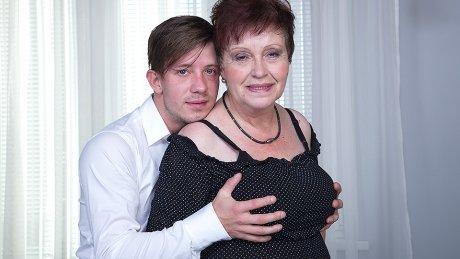 Chubby mature slut fucking and sucking her toyboy