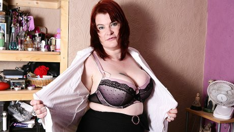 Big breasted BBW getting very naughty