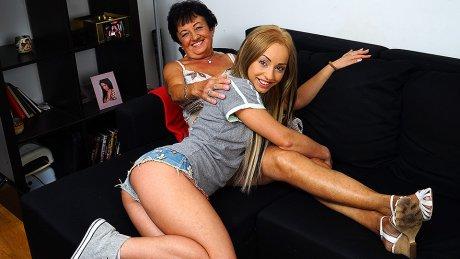 Hot blonde babe doing a anughy mature lesbian