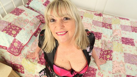 Curvy housewife getting wet in bed