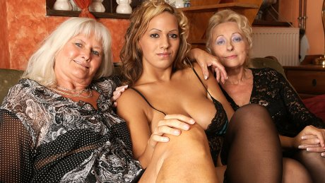 Hot babe doing two mature lesbians at once