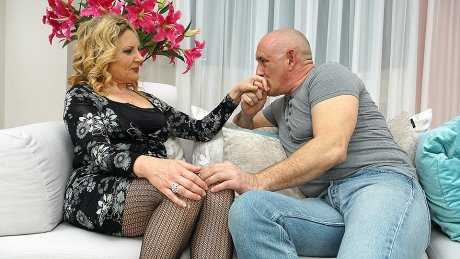Naughty housewife getting a good fuck on the couch
