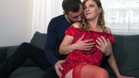 Naughty mature slut fucking and sucking on the couch