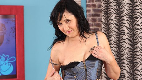 Naughty housewife getting a bit dirty on her own