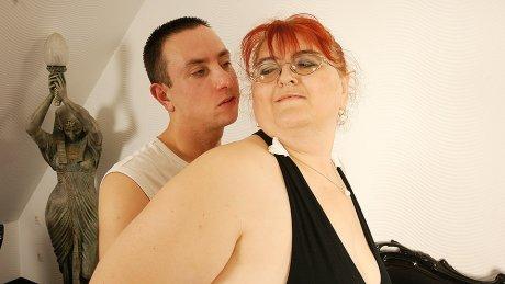 This big mature lady loves having hard sex
